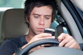 boyfriend-texting-girlfriend-too-much